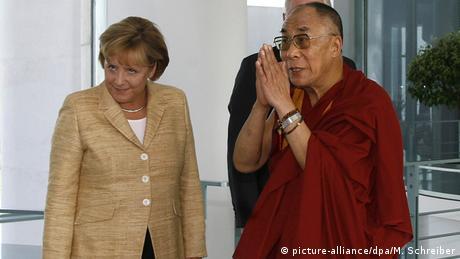 Bundeskanzlerin Angela Merkel (CDU) empfängt in Berlin den Dalai Lama (23.09.2007) - Foto: Markus Schreiber (dpa)