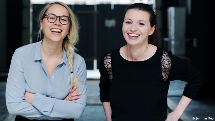 Nora-Vanessa Wohlert (rechts) und Susann Hoffmann (links) haben die Karriere-Plattform Edition F gegründet (Foto: Jennifer Fey)