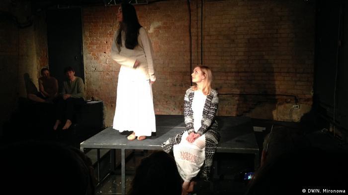 Наргис Абдуллаева и Руслана Толкач на сцене Театра.doc