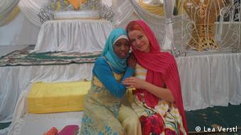 Nassra Nassor und Lea Vestl (rechts)