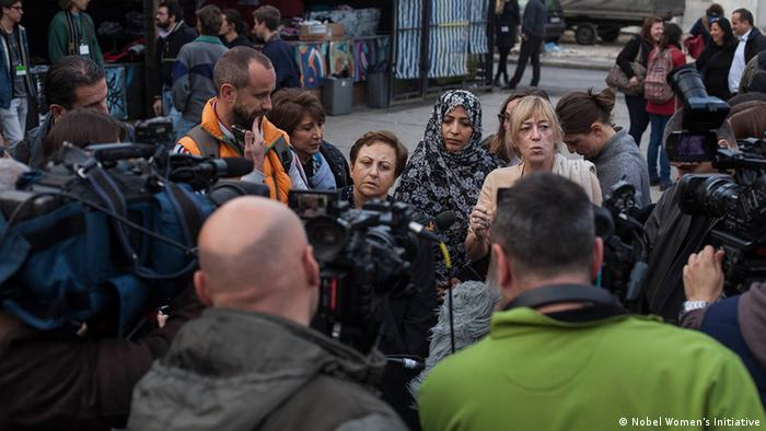 Jody Williams (USA), Shirin Ebadi (Iran) und Tawakkol Karman (Jemen) auf Balkan-Tour Foto: Nobel Women's Initiative