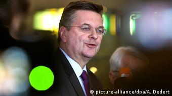 DFB-Schatzmeister Reinhard Grindel im Portät (Foto: picture-alliance/dpa/A. Dedert)