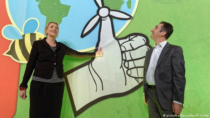 Bundesvorsitzenden der Partei von Bündnis 90/Die Grünen Simone Peter und Cem Özdemir beim Bundesparteitag