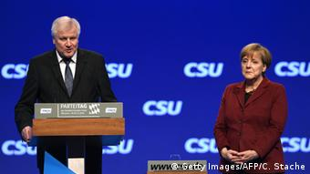 Angela Merkel und Horst Seehofer CSU Parteitag (Getty Images/AFP/C. Stache)