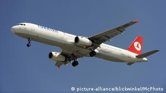 A Turkish Airlines airbus flies