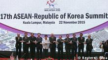 22.11.2015 *** South Korea's President Park Geun-hye (C) poses for a photo with ASEAN leaders during the 17th ASEAN-Republic of Korea Summit at the 27th Association of Southeast Asian Nations (ASEAN) summit in Kuala Lumpur, Malaysia, November 22, 2015. REUTERS/Jorge Silva Reuters/J. Silva