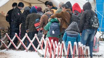 احتمال سوءاستفاده گروههای تروریستی از مسیرهای پر تردد ورود پناهجویان به اروپا همواره مطرح بوده و نسبت به آن هشدار داده شده است.