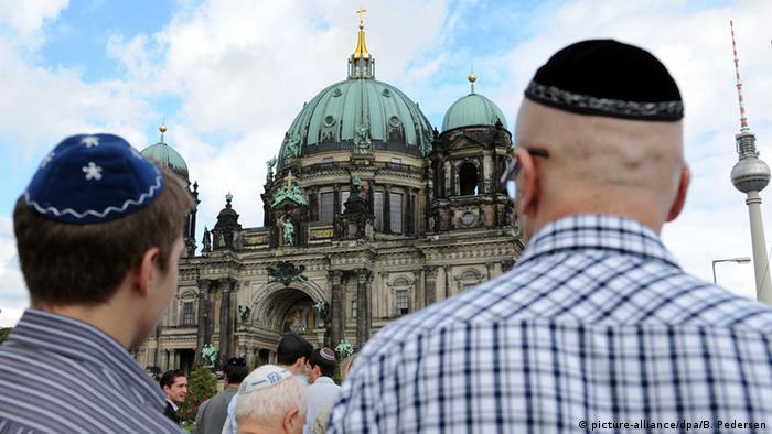 Symbolbild Männer mit Kippa (picture-alliance/dpa/B. Pedersen)