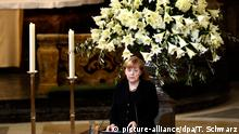 German Chancellor Angela Merkel speaks by the coffin of late former West German chancellor Helmut Schmidt during his state funeral at the Sankt Michaelis church, aka Michel, on November 23, 2015 in Hamburg. Schmidt, a centrist from the Social Democratic Party (SPD) who led then-West Germany from 1974 to 1982 as it rose to become a global economic powerhouse, died on November 10, 2015 aged 96. Photo: Tobias Schwarz/dpa +++(c) dpa - Bildfunk+++