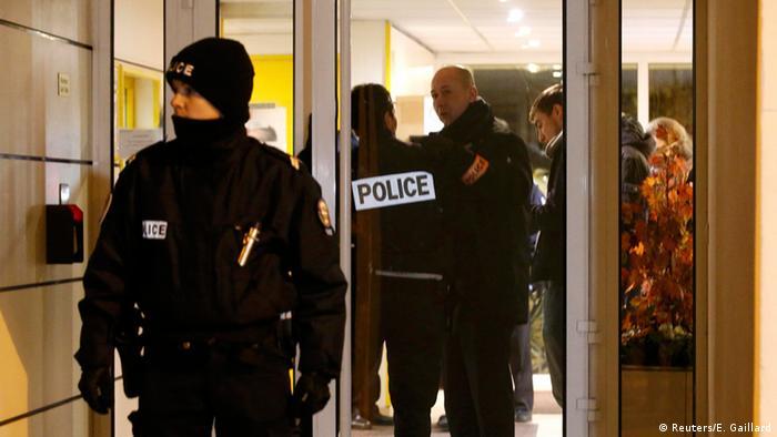 FRANCIA: Hallan �cintur�n explosivo� cerca de Par�s