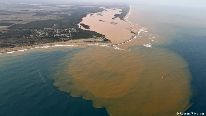 Aerial view of polluted water from the Rio Doce reaching the Atlantic Ocean (Photo: Reuters/R.Moraes)