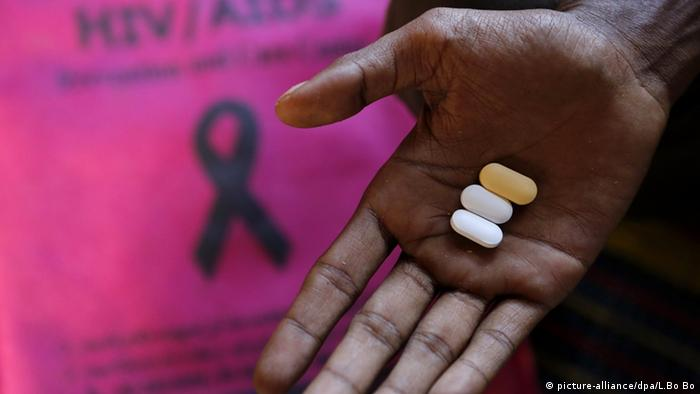 Symbolbild HIV Medikamente Therapie UN (picture-alliance/dpa/L.Bo Bo)