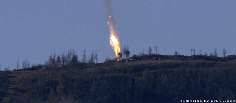 Queda do caça russo abatido pela Turquia, perto da fronteira com a Síria