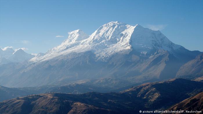 Peru Gipfel des Huascaran Copyright: picture alliance/blickwinkel/F. Neukirchen