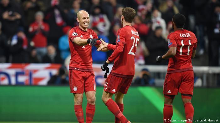 Jubel der Spieler des FC Bayern München gegen Olympiakos Piräus (Foto: Getty Images/Bongarts/M. Hangst)