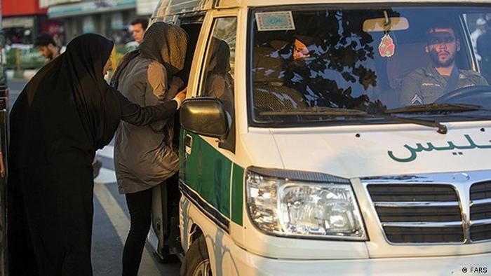 Iran Sittenpolizei Kleidervorschriften bei Frauen (FARS)