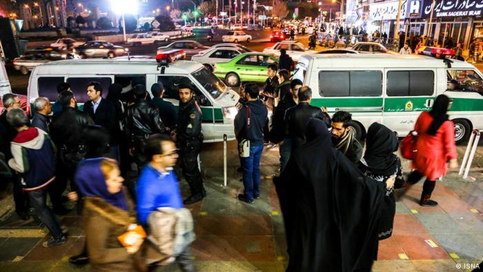 Iran Sittenpolizei Kleidervorschriften bei Frauen (ISNA)