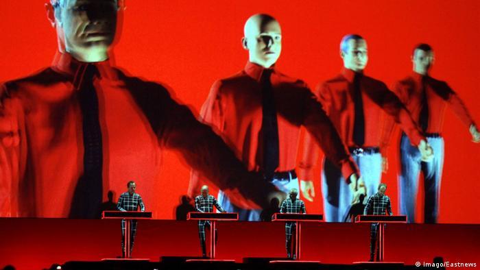 Kraftwerk win Grammy Award for best electronic album | News | DW