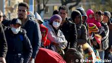 01.11.2015 *****Migrants queue on a bridge crossing the border river Inn at the German-Austrian frontier between Braunau and Simbach am Inn near Passau, Germany November 1, 2015. German Chancellor Angela Merkel failed on Sunday to resolve differences within her ruling coalition on dealing with the crisis over a huge refugee influx, leaving open a row that has dented her conservatives' popularity. REUTERS/Michael Dalder Copyright: Reuters/M. Dalder