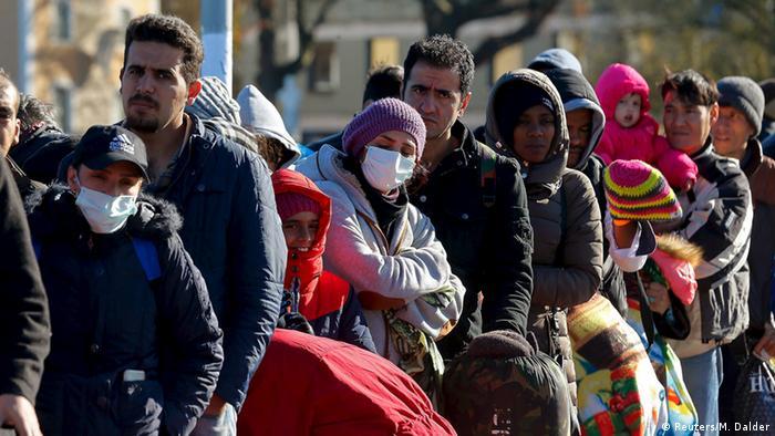 Refugees pass through Austria into Germany