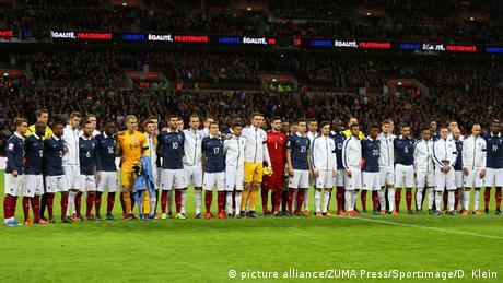 Frankreich Großbritannien Trauer für die Opfer der Anschläge in Paris Wembley Stadion