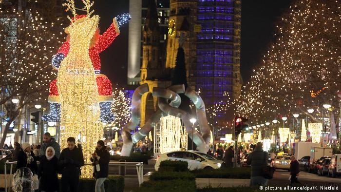 Deutschland Weihnachtsschmuck Kurfürstendamm in Berlin