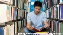 Symbolbild Student Bücherei Bibliothek