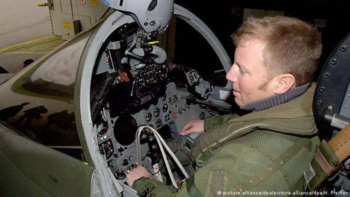 Пілот розвідлітака Tornado