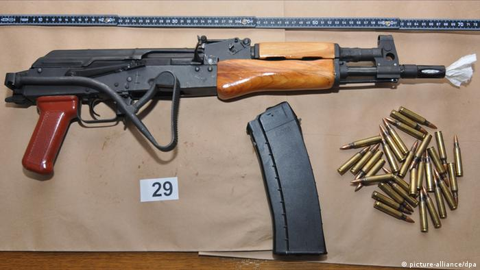 Russland Waffe Kalaschnikow-Modell AK-47 (picture-alliance/dpa)