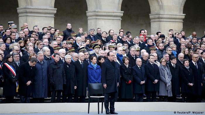 Frankreich Trauer für die Opfer der Anschläge Trauergäste Francois Hollande