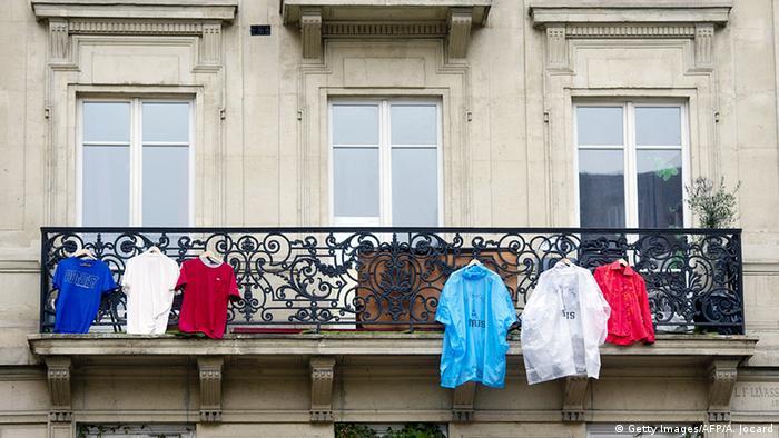 Frankreich Trauer für die Opfer der Anschläge Stadt Flagge
