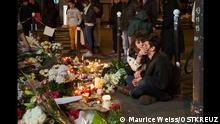 ***ACHTUNG: Nutzung nur für Redaktion Kultur Online, nicht nach dem 3. November 2015!*** 16.11.2015, Paris, 11eme Arrondissement, Bataclan , nach den Anschlägen vom 13. November, ein junger bricht in Tränen aus © Maurice Weiss/OSTKREUZ