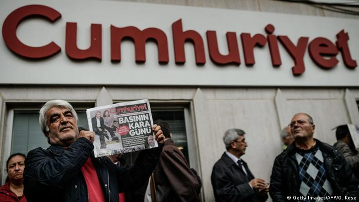Türkei Proteste nach Festnahme des Journalisten Can Dündar