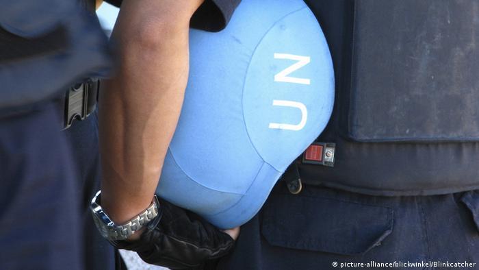The UN Blue helmet (picture-alliance/blickwinkel/Blinkcatcher)