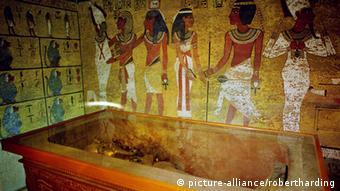 Що ховається за стіною гробниці Тутанхамона?