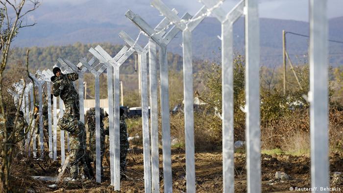 Mazedonien errichtet Metallzaun an Grenze zu Griechenland