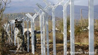 O φράχτης της ΠΓΔΜ στα σύνορα με την Ελλάδα. Είναι η τρίτη χώρα που υψώνει φράχτη μετά την Ουγγαρία και τη Σλοβενία