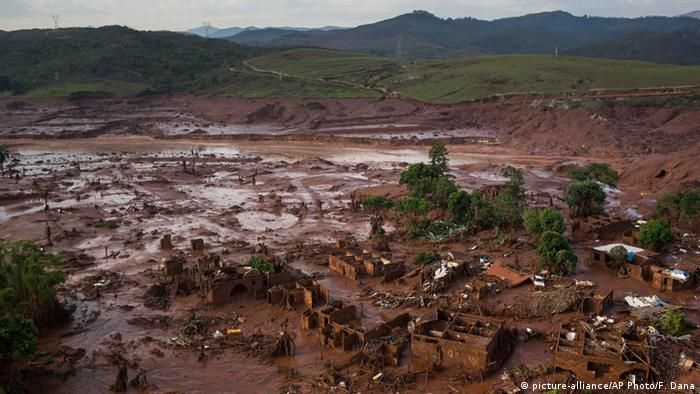 Überflutung Bento Rodrigues Ruinen (Foto: AP Photo/Felipe Dana)