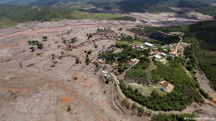 Brasilien Dammbruch Bento Rodigues Schlamm Ruinen (Reuters/R. Moraes)