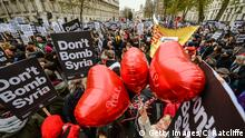 28.11.2015 LONDON, ENGLAND - NOVEMBER 28: Peace balloons float up amongst Don't bomb Syria signs outside Downing Street against the possible British involvement in the bombing of Syria at Downing Street on November 28, 2015 in London, England. UK anti-war organisation, Stop the War Coalition, organised the protest in response to the proposed vote in Parliament by David Cameron to involve British forces in the bombing of ISIS targets in Syria. A similar protest in February 2003 against the British involvement in Iraq attracted a reported 2 million people to the streets of London. (Photo by Chris Ratcliffe/Getty Images) Copyright: Getty Images/C. Ratcliffe