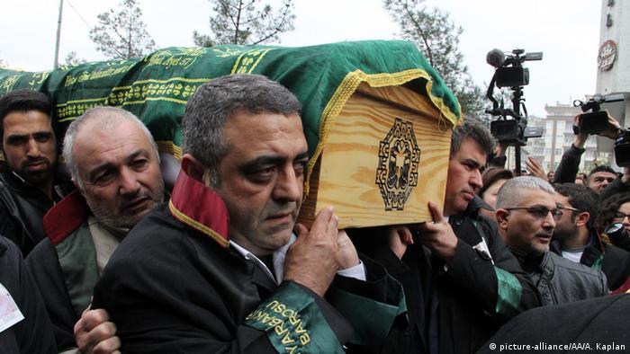 Diyarbakır Barosu eski başkanı Tahir Elçi'nin cenaze töreni 29.11.2015 tarihinde Diyarbakır'da yapılmıştı.