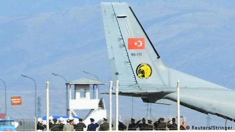 Türkei übergibt Leiche des Piloten an Russland