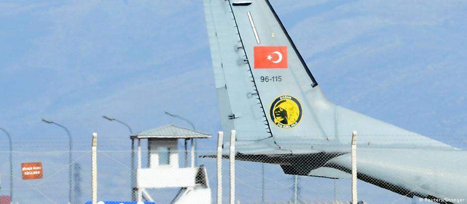 Caixão do piloto é entregue a autoridades russas