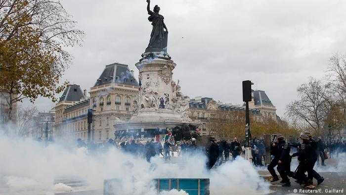 Demonstration an der Place de République anlässlcih der Weltklimakonferenz im November 2015 (Foto: Reuters/E. Gaillard )