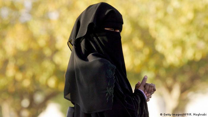Symbolbild Saudi Arabien Frau Politik