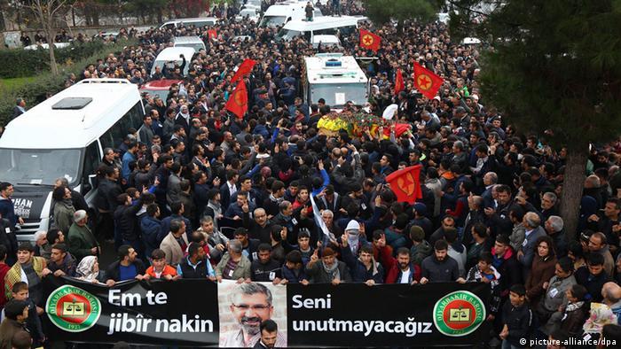 Tahir Elçi'nin Diyarbakır'daki cenazesinden bir kare