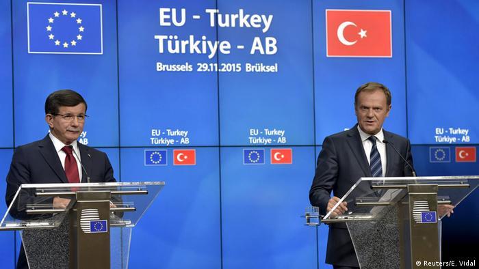 Премьер-министр Турции Ахмет Давутоглу и глава Евросовета Дональд Тус