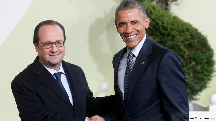 Президент Франції Франсуа Олланд зустрічає свого американського колегу Барака Обаму в Ле Бурже
