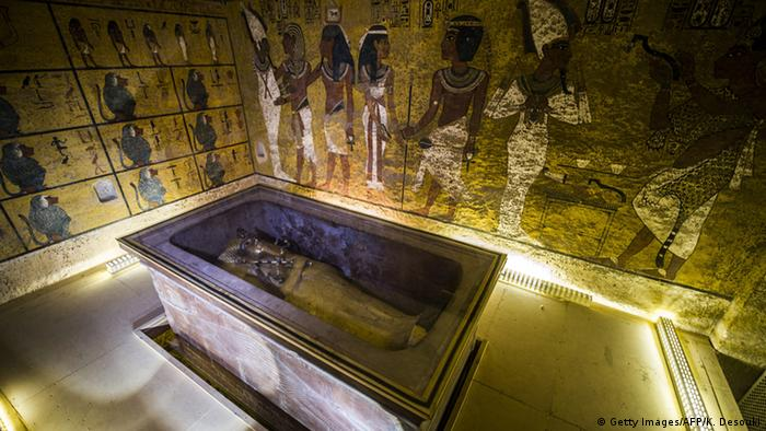 King Tutankhamun's burial chamber (Getty Images/AFP/K. Desouki)