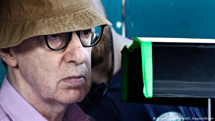 وودی آلن، مانند برخی دیگر از سینماگران مستقل آمریکا، همواره ستایشگر سینمای اروپا بوده است. از اواخر دههی ۱۹۸۰ او کوشید برخی از رگههای سینمای اروپا را در آثار خود نشان دهد. او از سینماگران اروپایی، به ویژه به آثار اینگمار برگمن، سینماگر بزرگ سوئدی و فدریکو فلینی، فیلمساز بزرگ ایتالیا، عشق میورزد؛ اما چندین بار گفته است که هرگز نتوانسته فیلمی در سطح فیلمهای آن استادان بسازد.